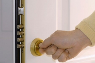 Door Knobs  Locks on Different Types Of Door Locks 317 Jpg